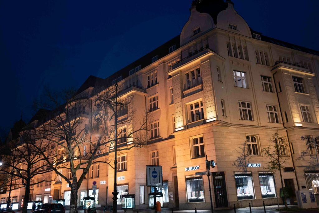 Außenbeleuchtung eines Gebäudes in Berlin