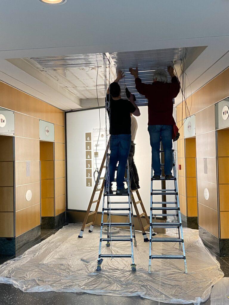 Installation einer Deckenbeleuchtung im Spreepalais Berlin